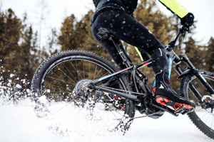 winter cycling in the snow